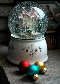 Fireflys Snowglobe and some pretty little ornaments