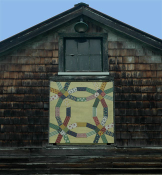 Fireflys barn with the quilt block installed